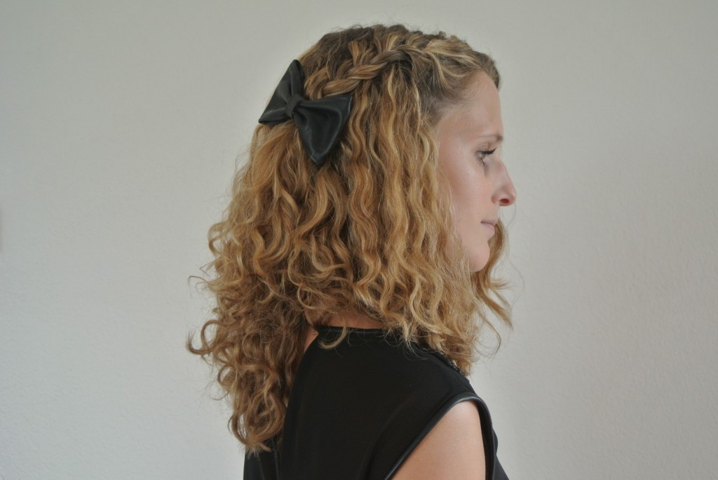 Side braid ending in a bow