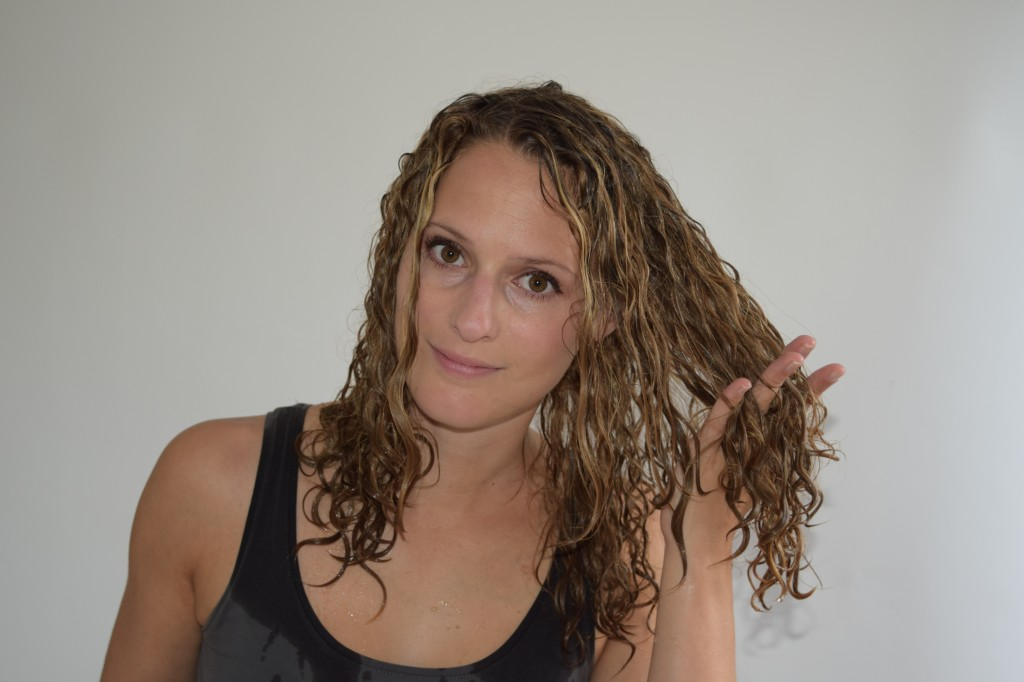 How to comb curly hair justcurly start combing the ends by raking your curls urmus Choice Image
