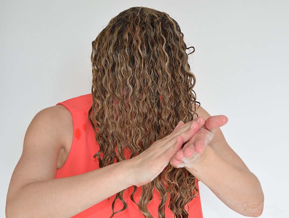 apply gel to curly hair