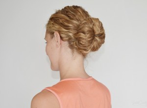 how to style the perfect curly bun