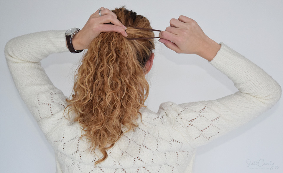 How to pull back curly hair without destroying your curls