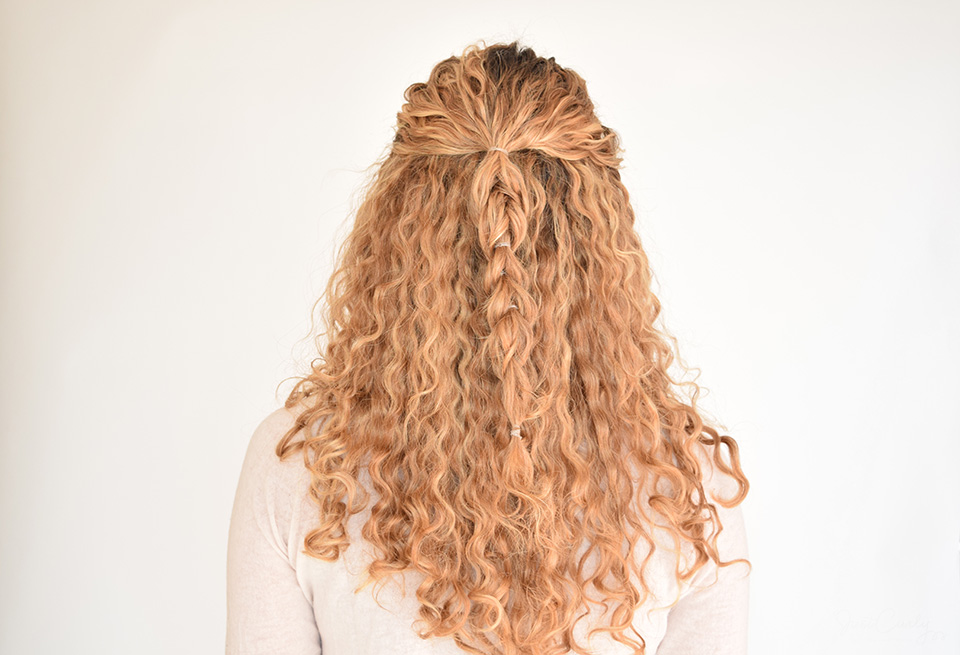 8. Repeat steps 2.-5. until you reach the end of your curls, then fix both sections with hair tie.